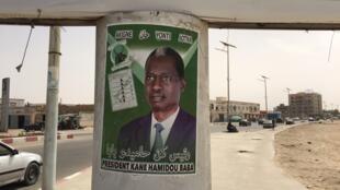 Une affiche du candidat à la présidentielle mauritanienne de la coalition «Vivre ensemble» Kane Hamidou Baba, le 18 juin 2019.
