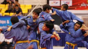 """Các võ sinh """"nhí"""" Việt Nam đang tập luyện."""