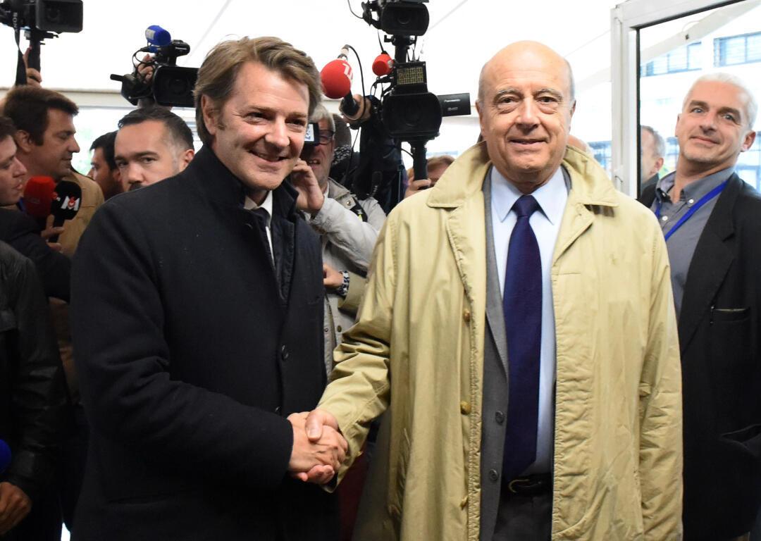 Alain Juppé et François Baroin veulent montrer leur unité à Pessac, dans le sud-ouest de la France, avant les législatives, le 18 mai 2017.