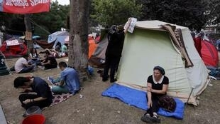 Người biểu tình cắm lều tại công viên Gezi Park để phản đối dự án tái quy hoạch (REUTERS /Y. Behrakis)