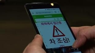 """O aplicativo Watch Out avisa os """"zumbis de smartphones"""" quando o sinal está aberto para carros."""