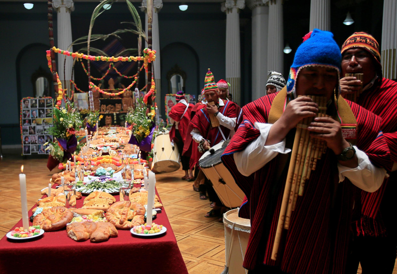 Na Bolívia, a celebração do dia de finados ganha ares de festa, como no México.