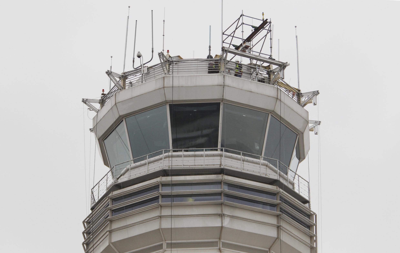 La FAA est chargé des règlementations et des contrôles concernant l'viation civile aux États-Unis.