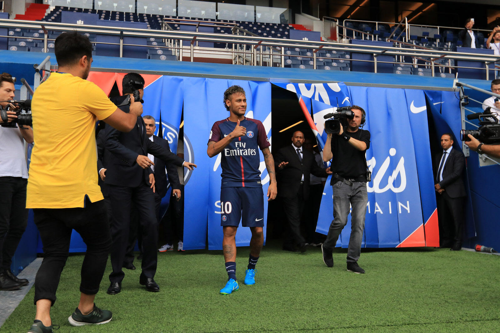 Neymar meets the media on arriving in France