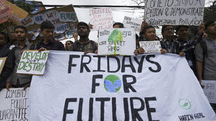 """Jovens prometem grandes manifestações nesta 4ª jornada """"Friday for Future"""", movimento inspirado na ativista Greta Thunberg para denunciar o aquecimento global."""