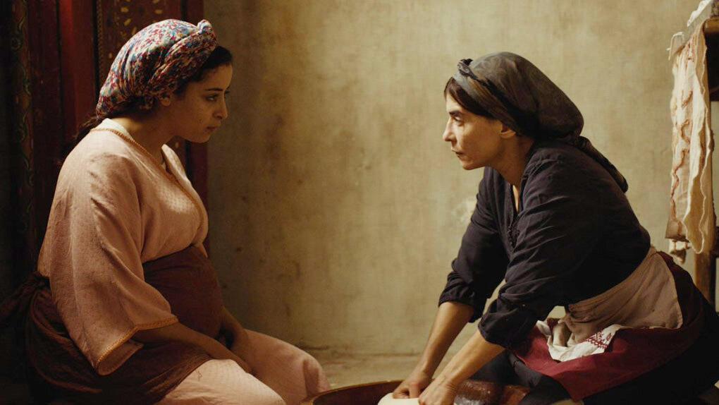 Samia (Nisrin Erradi) et Abla (Lubna Azabal) dans « Adam », de Maryam Touzani.