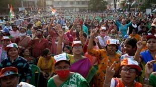 Partisans de Mamata Banerjee, lors d'une manifestation à Calcutta, le 7 avril 2021.