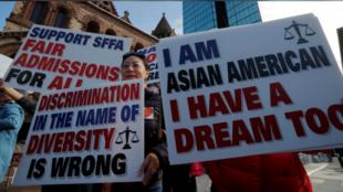 美國波士頓抗議哈佛大學招生歧視亞裔學生人群資料圖片