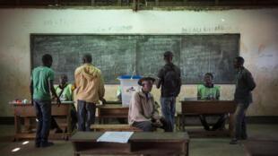 Un bureau de vote à Bangui, RCA, lors du référendum, le 13 décembre 2015.