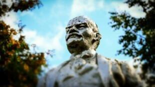 Russian revolutionary Vladimir Lenin set up the Komintern to spread international revolution