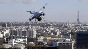 Plusieurs sites sensibles ont été survolés par des drones à Paris.