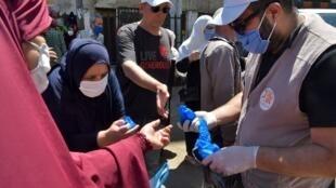 Zoezi la kutoa barakoa katika mji wa Algiers, Mei 21, 2020.