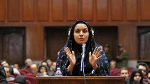 La joven iraní Reyhaneh Jabbari el 5 de diciembre de 2008 durante su primera comparecencia ante un tribunal de Teherán.
