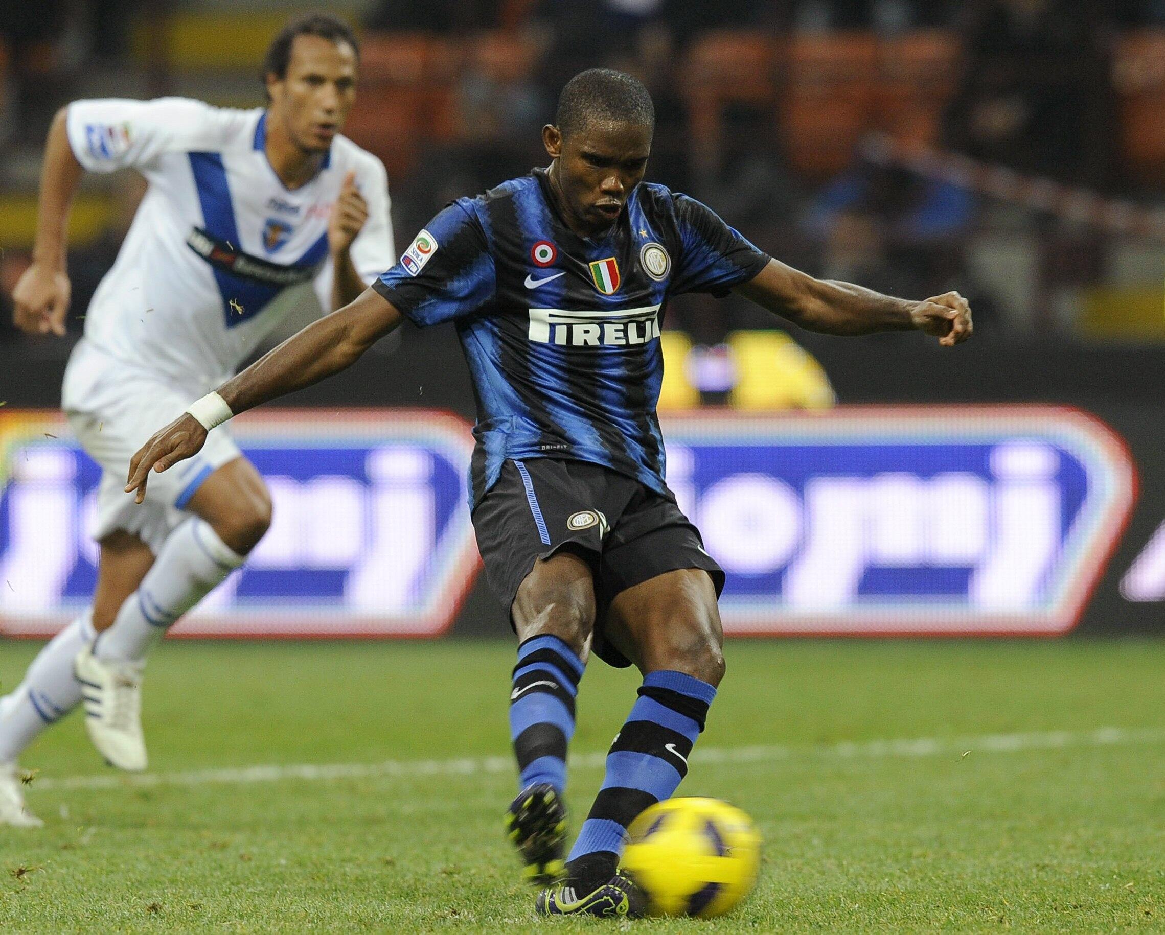 Samuel Eto'o égalise sur pénalty contre Brescia.