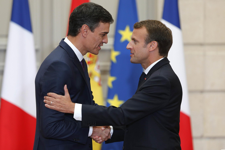 Le chef du gouvernement espagnol Pedro Sanchez (g) et le président français Emmanuel Macron à l'Elysée, le 23 juin 2018.
