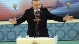 El presidente turco y líder del Partido de Justicia y Desarrollo (AK) gobernante en Turquía, Recep Tayyip Erdogan, durante un discurso en un evento celebrado para el 19 ° aniversario de la fundación del Partido AK en Ankara, el 13 de agosto de 2020.