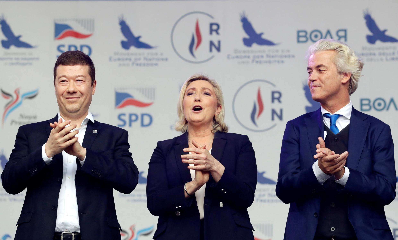 Marine Le Pen, présidente du Rassemblement national, Tomio Okamura (g), fondateur du SPD, et le leader du PVV néerlandais Geert Wilders (d), lors d'une rencontre à Prague, le 25 avril 2019.