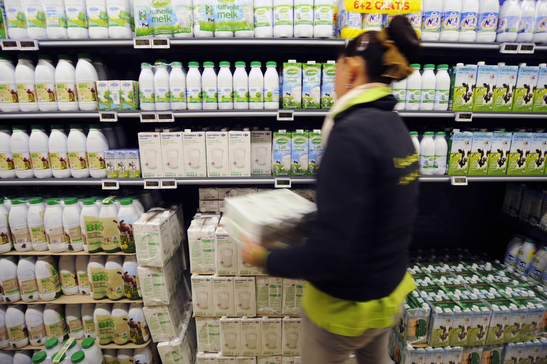 Toutes les semaines, plus de 100 containers entiers de briques de lait partent de France vers l'Asie, via les ports du Havre, de Marseille, de Rotterdam ou d'Amsterdam.