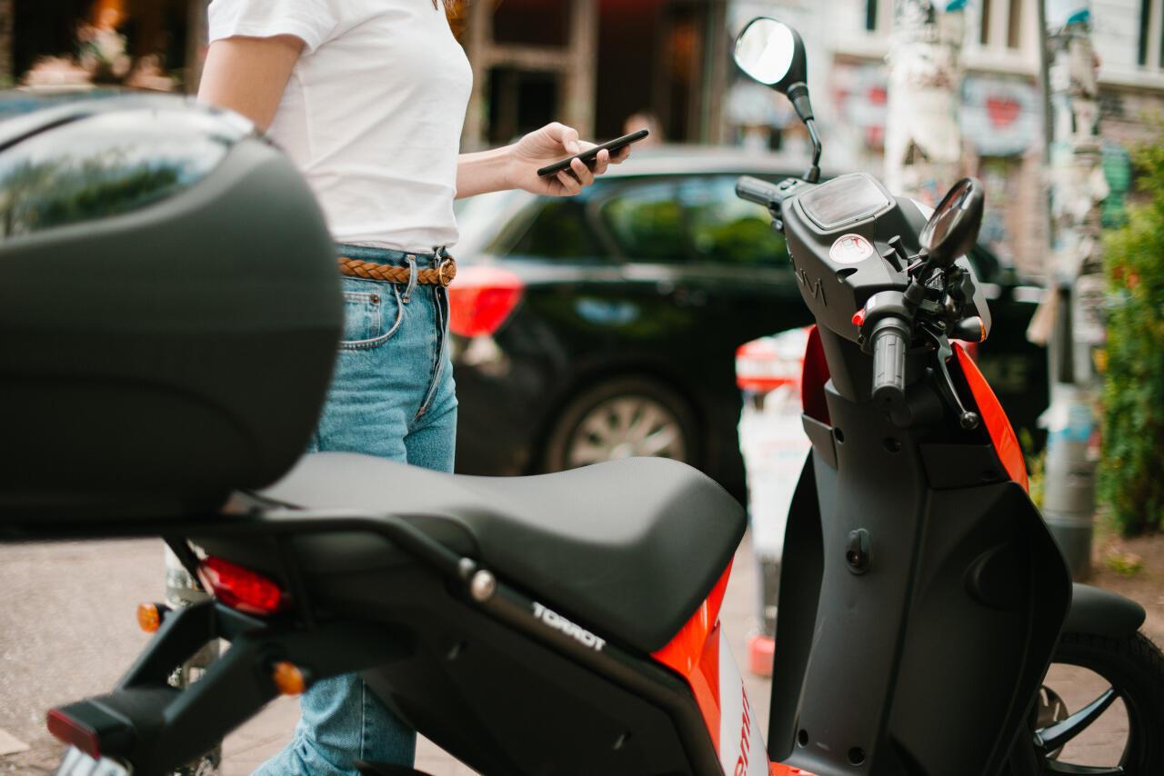 La société Emmy propose des scooters électriques partagés depuis deux ans. Elle a séduit 20 000 clients.