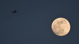 A 11h22 TU, la Lune se trouvera à 356 509 km de la Terre.