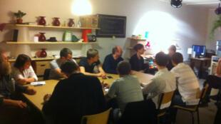 Una reunión de empresarios en el 'Coworking' de la ciudad de Lille (norte de Francia).