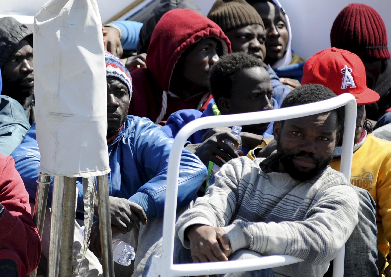 Иммигранты в порту Палермо, 15 апреля 2015