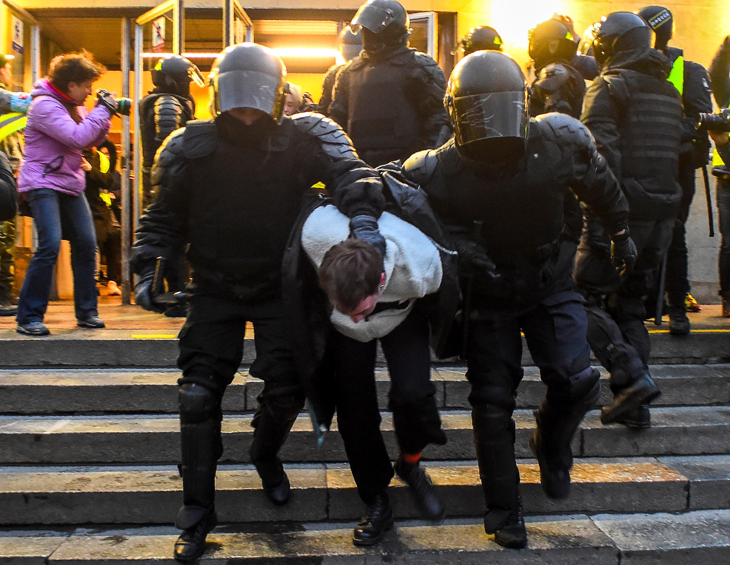 Police officers detain a protester during a rally in support of jailed Kremlin critic Alexei Navalny, in central Saint Petersburg