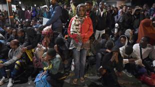 Acampamento desmantelado nesta sexta-feira (16) em Paris era habitado por sudaneses, afegãos e eritreus.