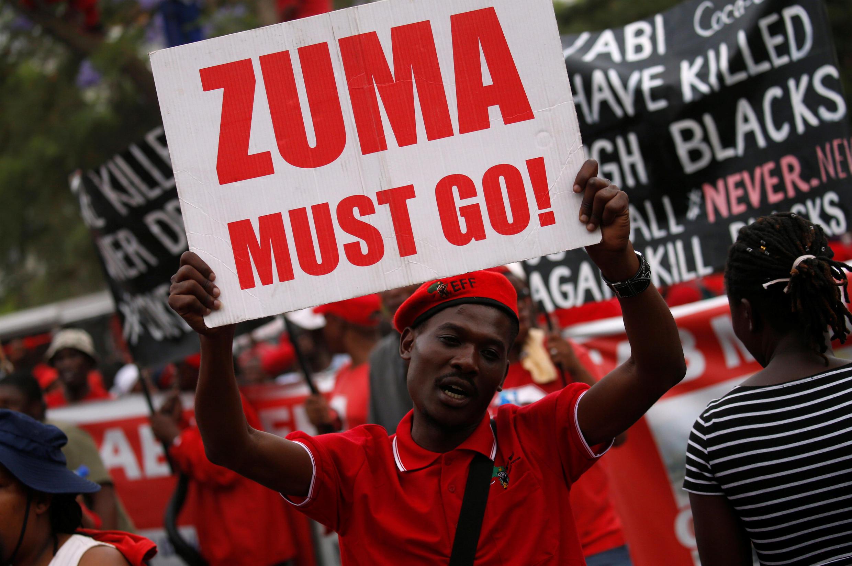 Manifestação em Pretória pede saída do presidente Jacob Zuma.