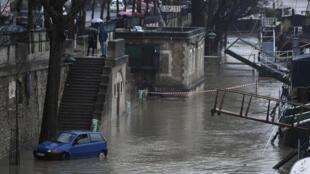 Em 1910, o nível das águas do Sena atingiu os 8,62 metros.