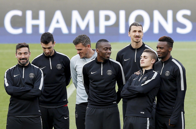 Time do PSG: (da esq. para direita) Ezequiel Lavezzi, Javier Pastore, Nicolas Dehon, Blaise Matuidi, Zlatan Ibrahimovic, Marco Verratti e Jean-Christophe.