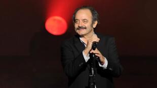 Louis Chedid en concert à Paris au Théâtre de la ville, décembre 2010.