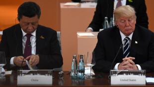 Les présidents chinois et américain, Donald Trump et Xi Jinping, à Hambourg, lors du sommet du G20, en 2017.