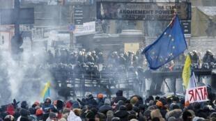 Противостояние протестующих и милиции в Киеве 23/01/2014
