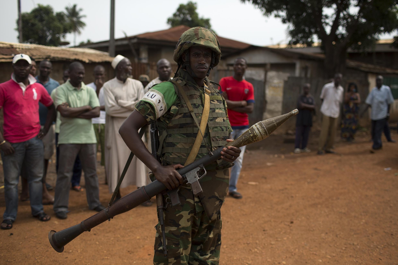 Un soldat de la Misca dans le quartier Pk5, à Bangui, le 23 mars 2014.