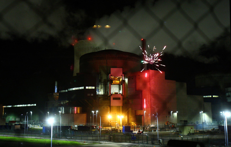 Ativistas do Greenpeace invadiram pela primeira vez, na madrugada desta quinta-feira (12), a usina nuclear francesa de Cattenom.