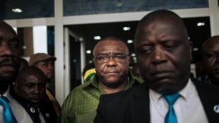 Jean-Pierre Bemba (au centre en vert), le 23 juin 2019 à son arrivée à Kinshasa.