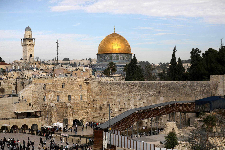 Une vue générale de la Vieille ville de Jérusalem prise le 10 décembre 2017, montre le mur des Lamentations, le lieu le plus saint du judaïsme (Image d'illlustration).