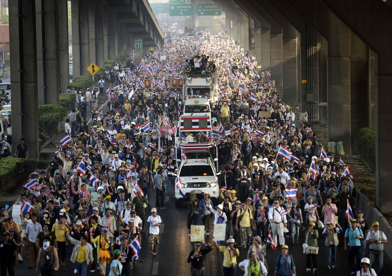 La oposición volvió a colmar las calles de Bangkok este lunes 9 de diciembre de 2013.