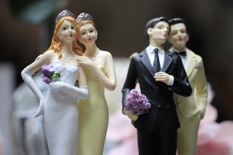 França permite casamento e adoção por homossexuais, mas não autoriza o recurso à reprodução assistida.