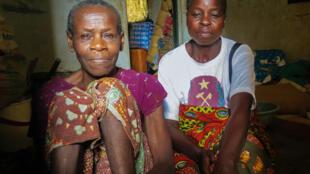 Une famille qui a fui les violences dans le Pool, réfugiée dans le site de déplacés de Yamba, au Congo-Brazzaville, en mai 2017.