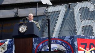 美国副总统彭斯在日本美军基地的雷根号航母上,2017/04/19