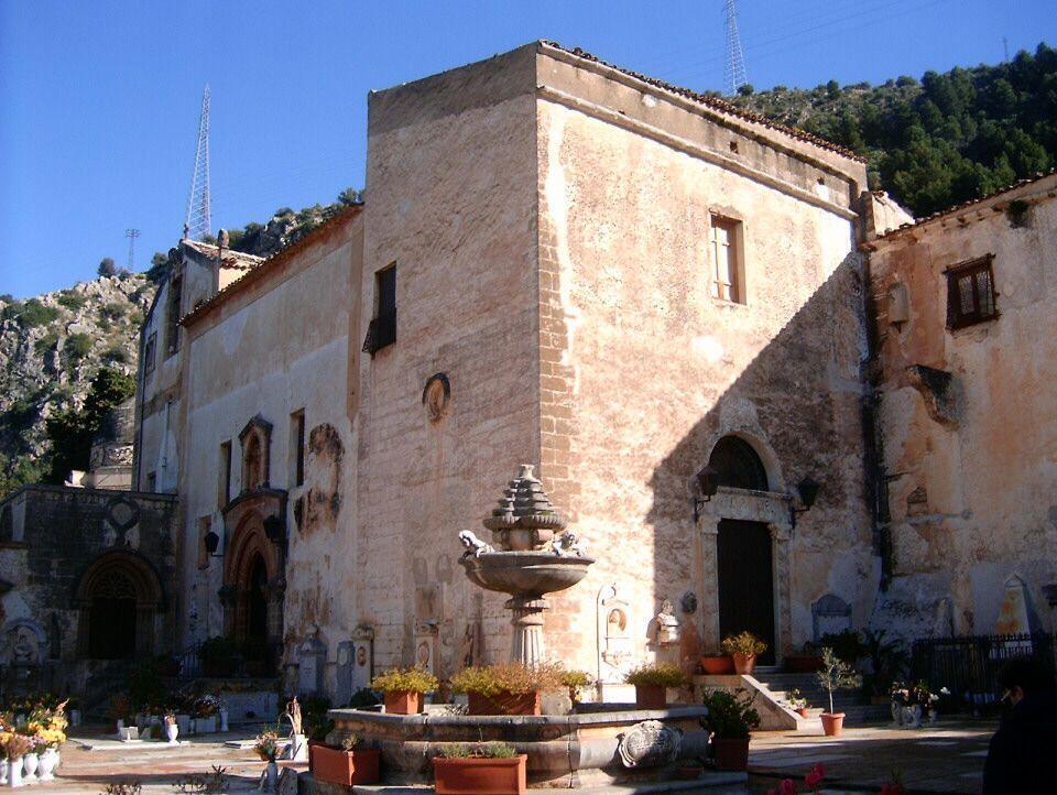 L'église Santa Maria di Gesù à Palerme.