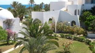 Le tourisme, bien que reparti, est encore loin d'atteindre ses niveaux de 2010. Ici, un hôtel à Djerba, site touristique de Tunisie.