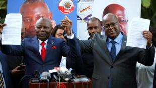 Felix Tshisekedi (à droite), leader de l'UDPS et Vital Kamerhe (à gauche), chef de l'UNC, à Nairobi (Kenya) le 23 novembre où ils ont scellé une alliance... pour dix ans.