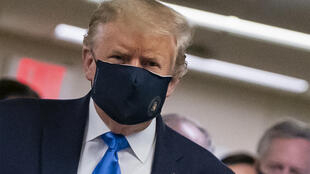 Tổng thống Mỹ Donald Trump đeo khẩu trang ngày 11/07/2020 khi đến thăm một bệnh viện.