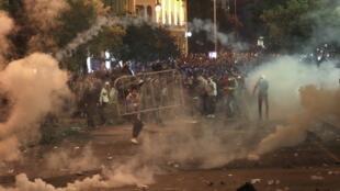 در لبنان، درگیریهای میان معترضان و نیروهای امنیتی روز یکشنبه پانزدهم سپتامبر نیز ادامه یافت.