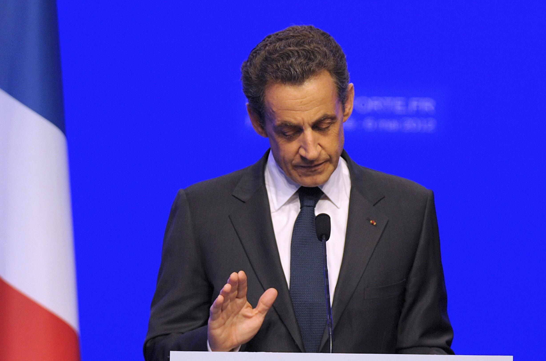 O presidente-candidato derrotado, Nicolas Sarkozy, durante discurso em Paris quando reconheceu a vitória de seu adversário.