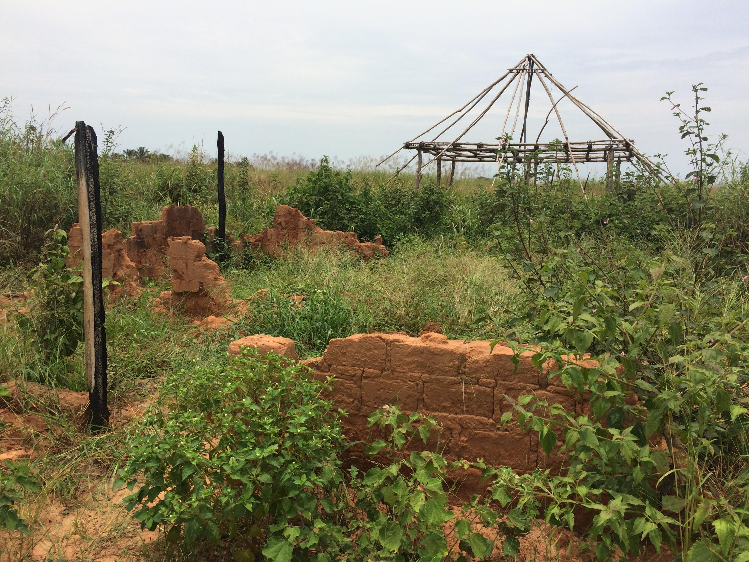 The Army attacked the house of Kamuina Nsapu, who in turn erected barriers around his house, which is now reduced to rubble.