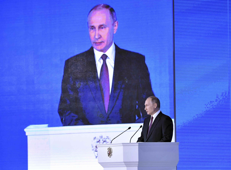 Непобедимый имстительный главнокомандующий— втаком образе, помнению правой газеты LeFigaro, Владимир Путин предстал перед парламентариями игубернаторами.